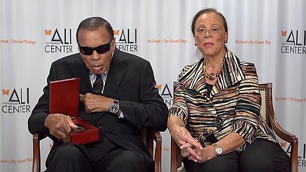 Али побывал на церемонии в Луисвилле