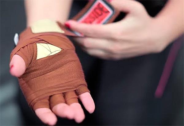 обмотка руки боксерским бинтом
