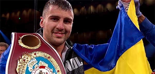 На фото Александр Гвоздик - победитель этого боя